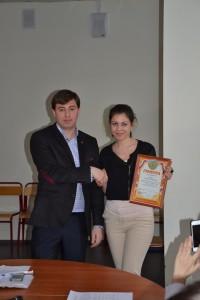 Игорь Давидович наградил грамотой Елизавету Левину