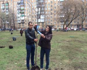 В субботнике приняла участия глава управы Ирина Джиоева