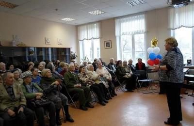 Елена Кокурина вручила награды ветеранам