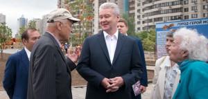 Мэр Москвы Сергей Собянин осмотрел работы по созданию народного парка и узнал мнение ветеранов