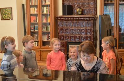 Юных жителей Нагатинского затона познакомили с жанрами искусства