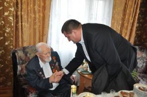 Ветеранам вручат цветы и памятные подарки