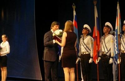 Студентам академии водного транспорта вручили красные дипломы