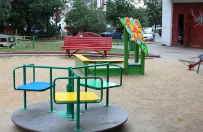 Местные депутаты проверят безопасность детских площадок