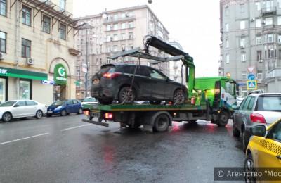 В Москве начали действовать новые правила эвакуации автомобилей