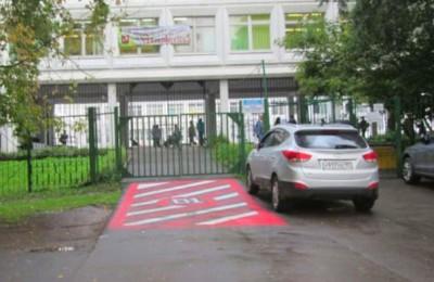 Вопрос создания парковочных мест у школ и детских садов обсудят с депутатами местных самоуправлений