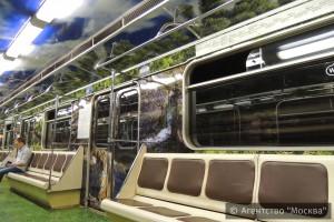 На «салатовой» ветке столичного метро запустили «Полосатый экспресс»