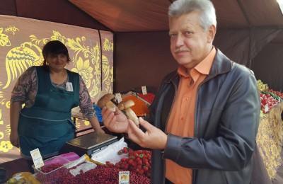 Ярмарку выходного дня в Нагатинском затоне посетил депутат Мосгордумы