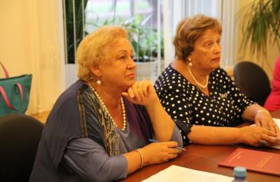 Депутат Лидия Быкова поздравила жителей района с Днем пожилого человека