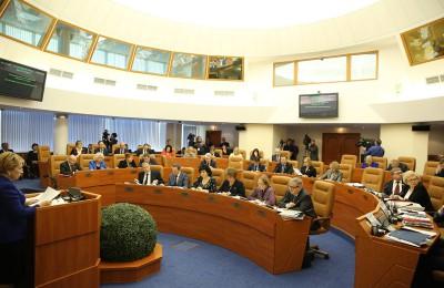 С начала года в столице было принято 8 законов, касающихся местного самоуправления
