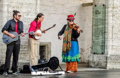 Муниципальные депутаты могут начать выдавать разрешения для выступления уличным артистам