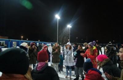 Для жителей Нагатинского затона организовали ледовую дискотеку