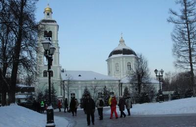 Постоянные экспозиции и выставки музея-заповедника «Царицыно» в прошлом году посетили около 800 тысяч человек