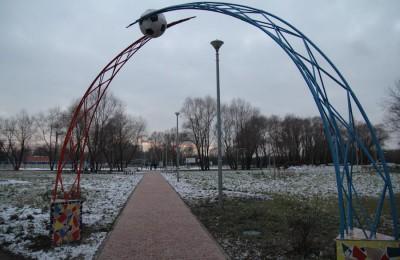 В парках Москвы до конца апреля приведут в порядок детские площадки