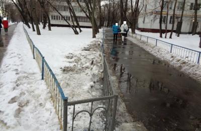 По двум адресам района Нагатинский затон прошли работы по ремонту ограждения