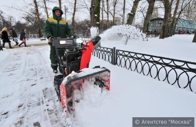 Работа по уборке снега в Москве идет полным ходом