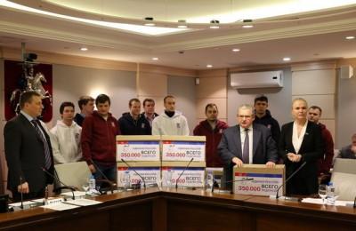 Единороссы Москвы собрали 350 тысяч подписей в поддержку нового законопроекта