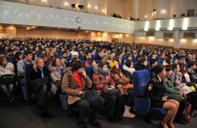 Старшеклассники из ЮАО посетили День открытых дверей в Московском университете МВД России имени Кикотя