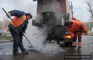 Ямочный ремонт дорог начал проводить «Жилищник» в районе Нагатинский затон