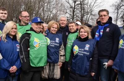 Члены партии «Единая Россия» вышли на общегородской субботник