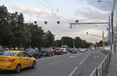 Камера на проспекте Андропова начала следить за выездом на тротуар