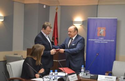 Глава муниципального округа Нагатинский затон награжден за вклад в развитие местного самоуправления