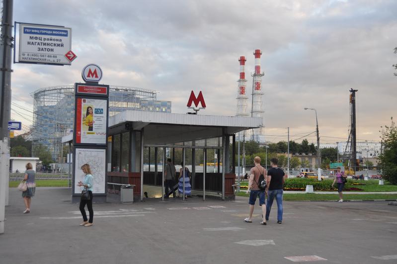 У метро «Коломенская» установят цветочные вазоны