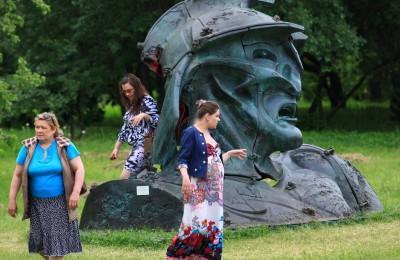 В «Коломенском» открылась выставка современной скульптуры