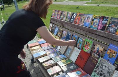 Жители Нагатинского затона смогли посетить читальный зал на открытом воздухе
