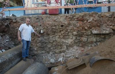 Во время строительных работ в ЮАО обнаружили остатки древнего храма