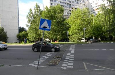На улице Речников оборудуют парковочные места