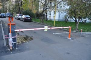 Установить шлагбаум попросили жители дома №70