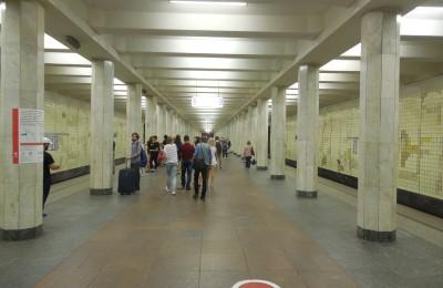 Новые лампы установили на станции метро «Коломенская»