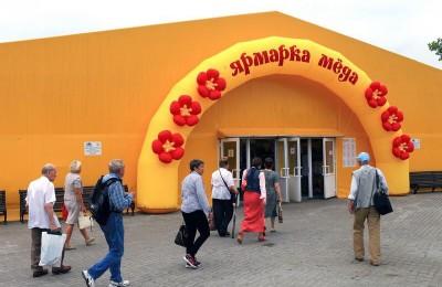 До конца октября продлена ярмарка меда в Коломенском