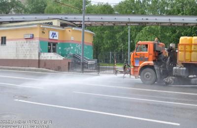 В Москве дороги, тротуары и дворы перед зимой повторно помоют шампунем