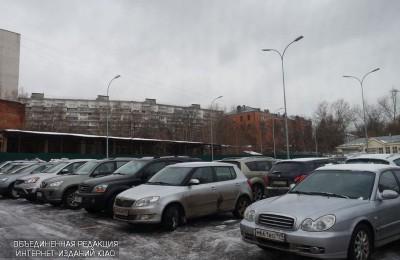 Платные парковки появятся на двух улицах района в декабре