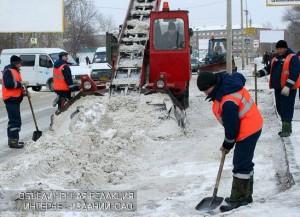 Уборка снега на улицах Южного округа