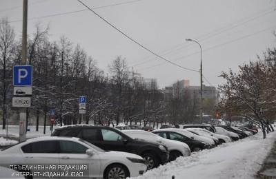 Платную парковку ввели на трех улицах Нагатинского затона