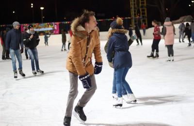 Центр «Планета молодых» подготовила дискотеку на льду