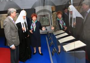 Патриарх всея Руси Кирилл посетил выставку «Державная заступница России»
