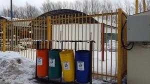 Убранный мусорные баки в Коломенском