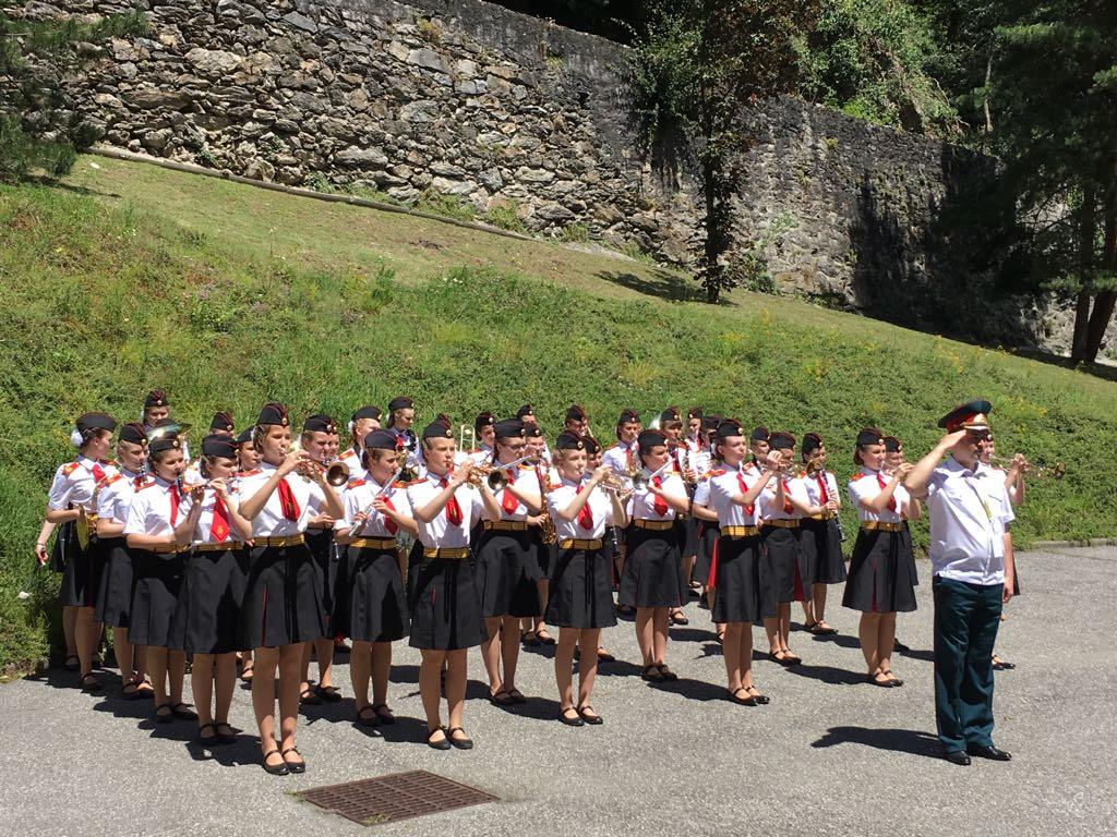Оркестр девочек из Школы №1770 во Франции Фото: http://sch1770.mskobr.ru/