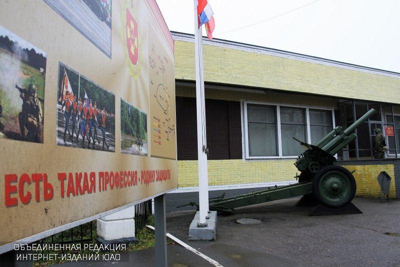 На экскурсию в армию сходили призывники юга столицы