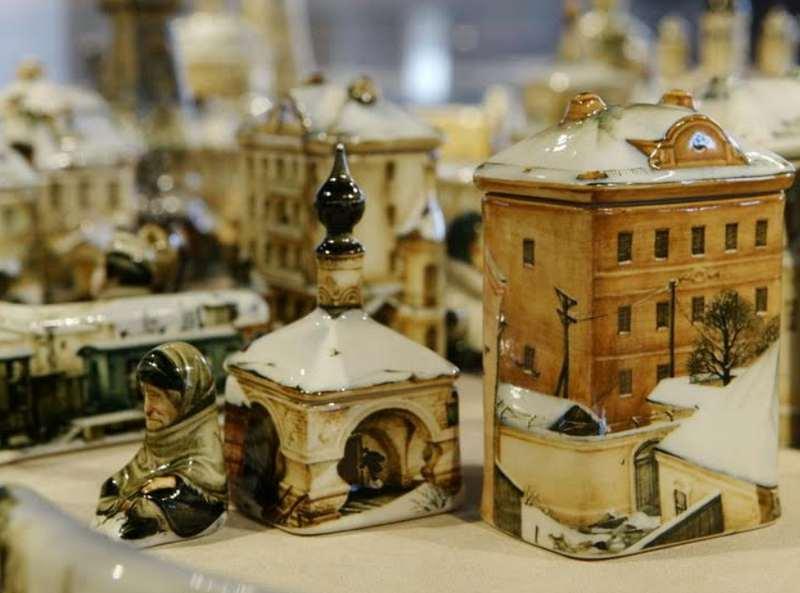 Выставка «Фарфороград» открылась в «Коломенском»