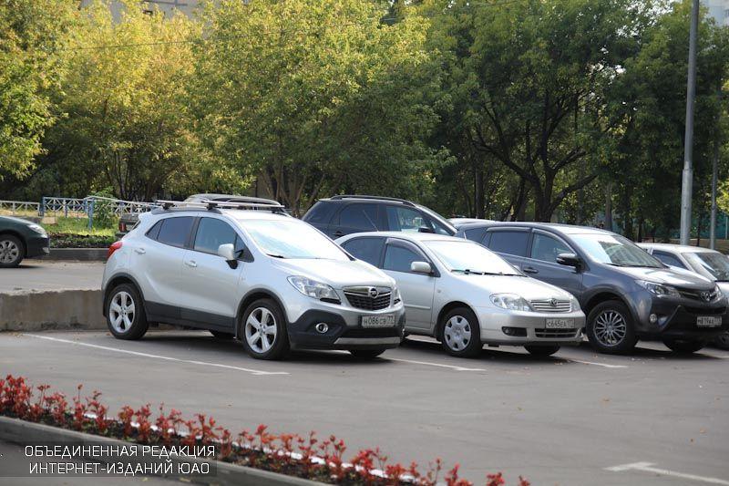 В праздничные дни парковки района станут бесплатными