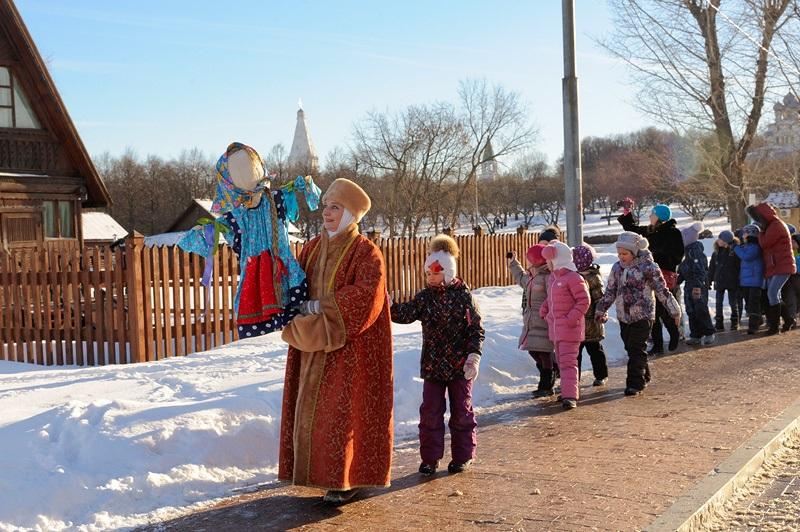 В «Коломенском» начали проводить экскурсии, посвященные Масленице