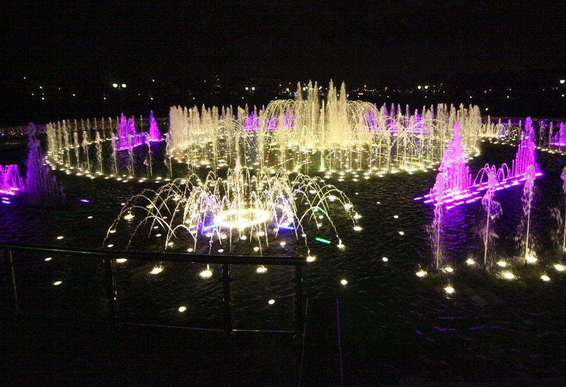 Сезон работы фонтанов открыли в Москве