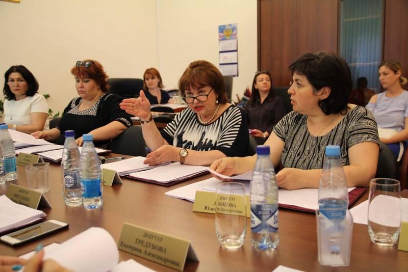 Депутаты обсуждают бюджет