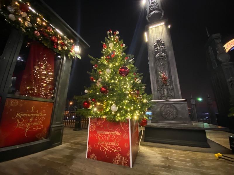Путешествие в Рождество, Окно в город, Рождество
