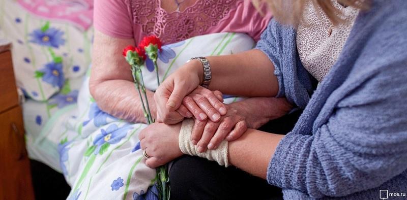 соцработник, бабушка, гвоздика, цветы, мосру, 08062020